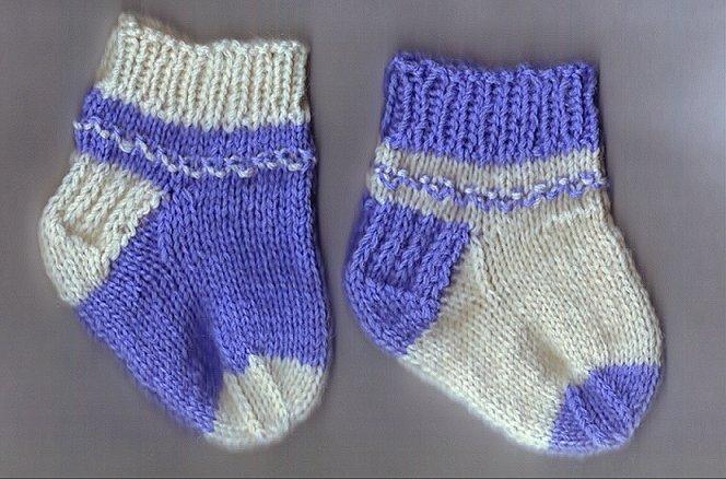 Knitting Pattern For Cowl Scarf : Newborn Socks